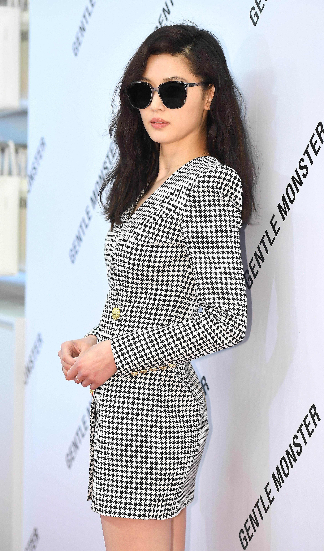 [단독] '이혼설' 전지현 아들, 상위 1% 명문국제학교 입학 경사