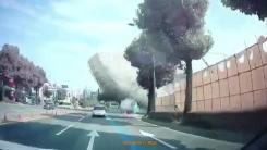 광주 건물 붕괴 순간...시내버스 덮치며 아수라장