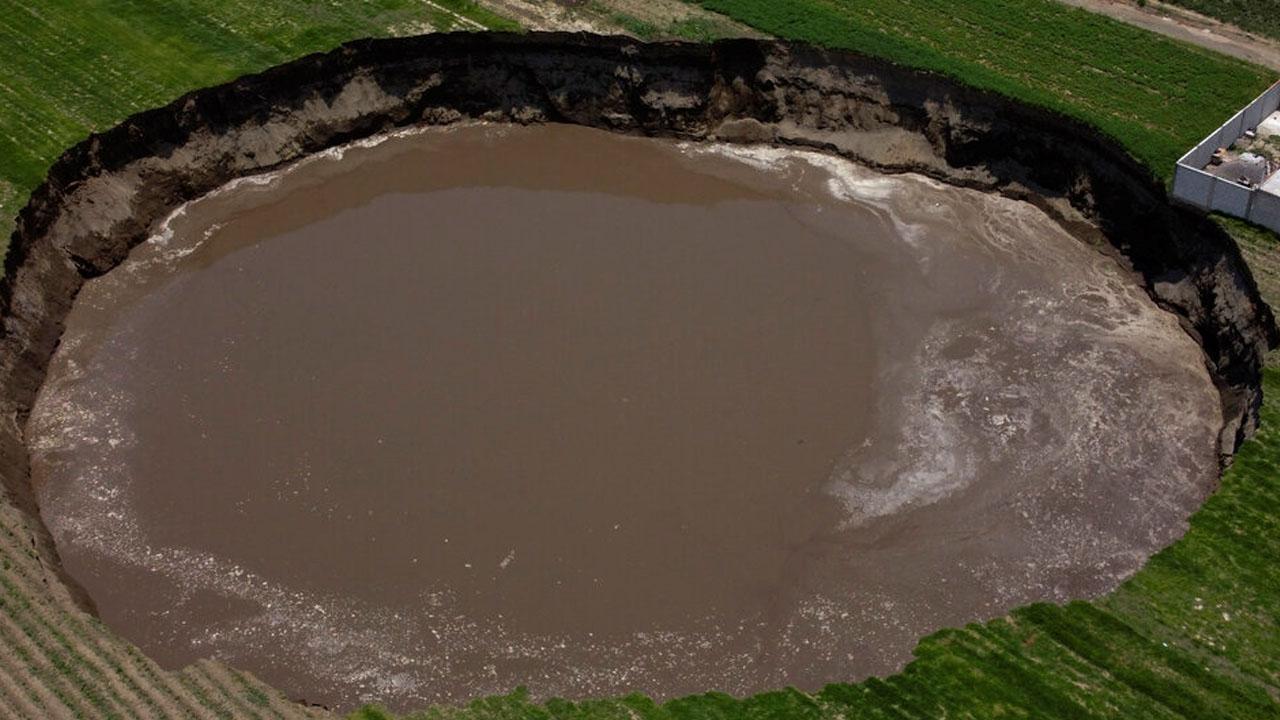 '집도 삼켰다' 멕시코 거대 싱크홀, 지름 125m로 늘어나