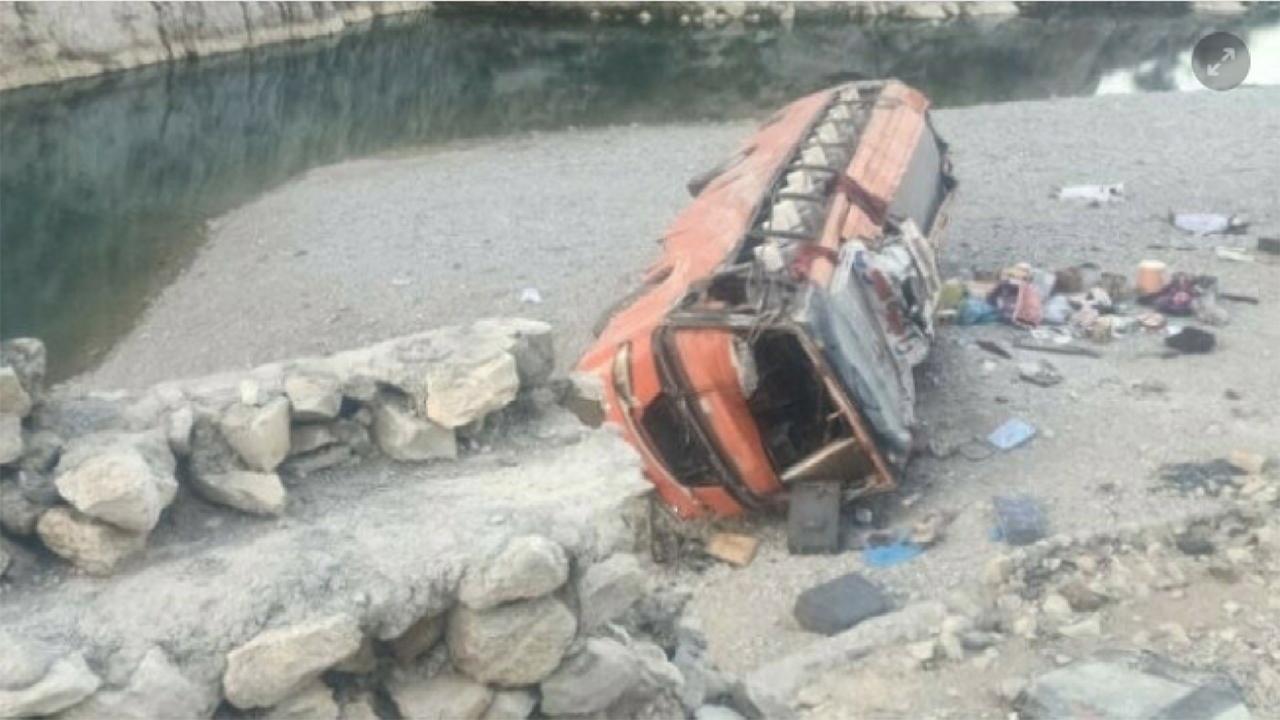파키스탄에서 버스 협곡 추락...20명 사망·50명 부상