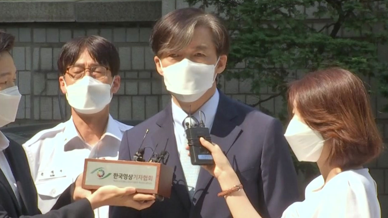 """조국, '부녀 삽화' 논란 조선일보에 """"인두겁을 쓰고 어찌"""""""