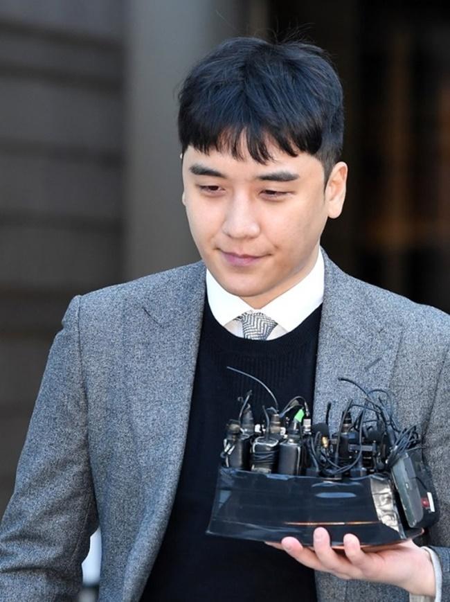 """군검찰, 승리에 징역 5년 구형...""""다시 태어나겠다"""""""