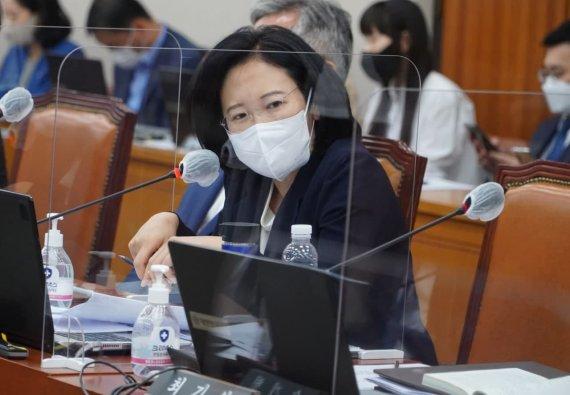 '운전 중 영상 보면 벌금 천만 원' 운수사업법 개정안 발의