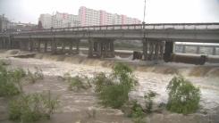 [날씨] 절기 '백로' 전국 비바람...서해안 강풍·영동 호우