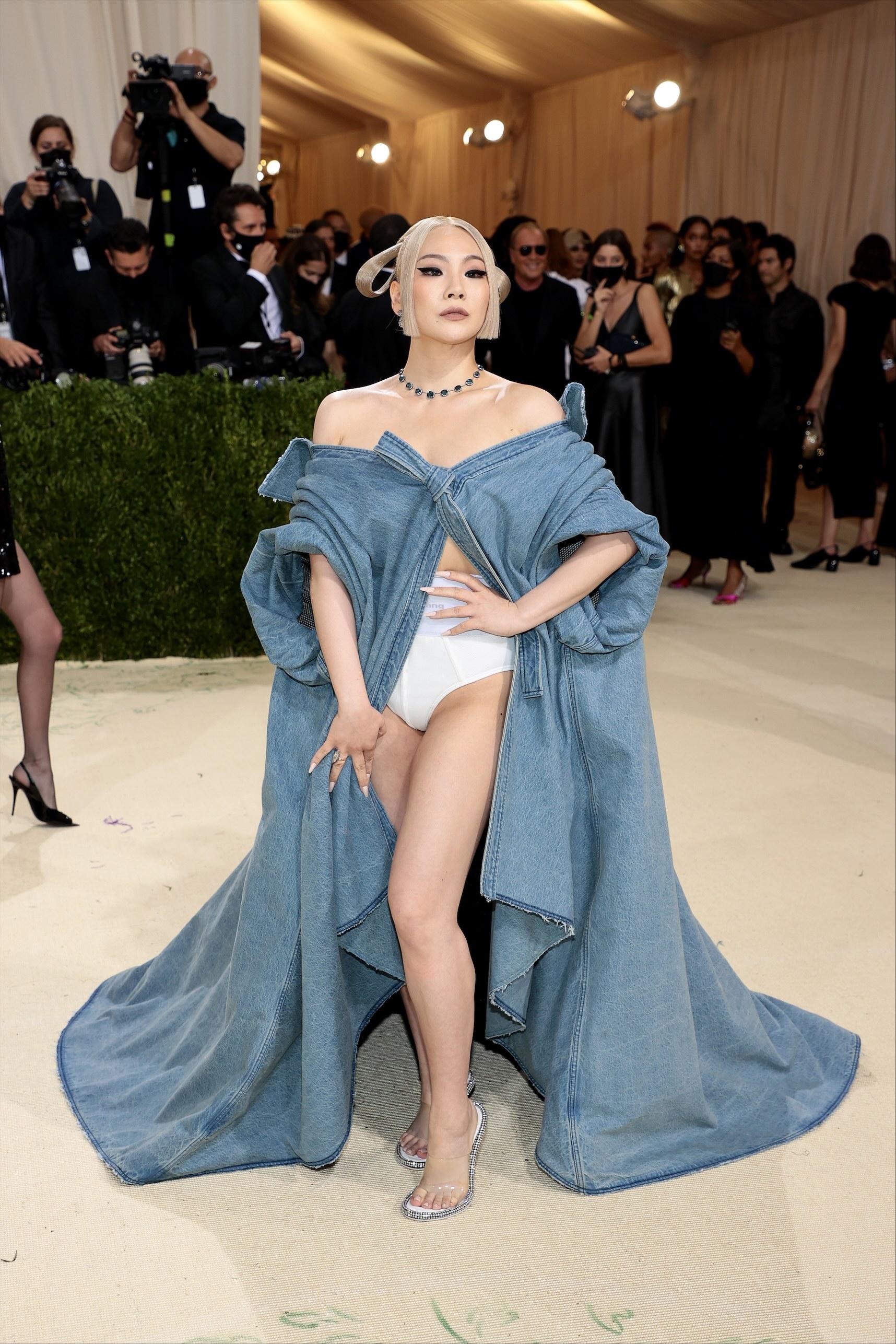 CL, 美 멧 갈라 참석…퓨전 한복 데님 드레스 눈길
