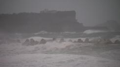 [날씨] 중부 맑고 큰 일교차...제주·남해안 태풍 간접 영향