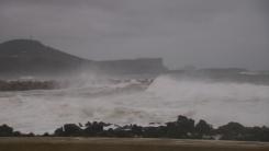 [날씨] 내륙 늦더위, 제주 비바람...내일∼모레 태풍 직접 영향