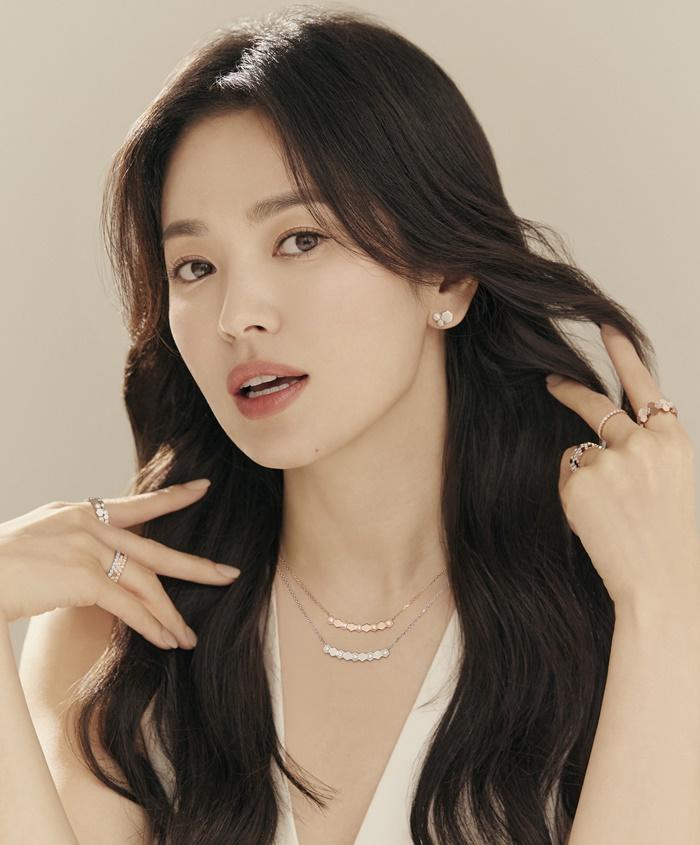 송혜교, 주얼리 화보 공개...머리칼 넘기며 여신 미모 자랑