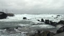 [날씨] 태풍 제주 해상 통과...바람 강하지만 비 잦아들어