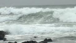 [날씨] 태풍 '찬투' 제주 해상 통과...바람 강하지만 비 잦아들어