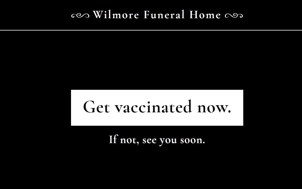"""""""백신 접종하지 마세요"""" 美 장례식장 광고, 알고 보니..."""