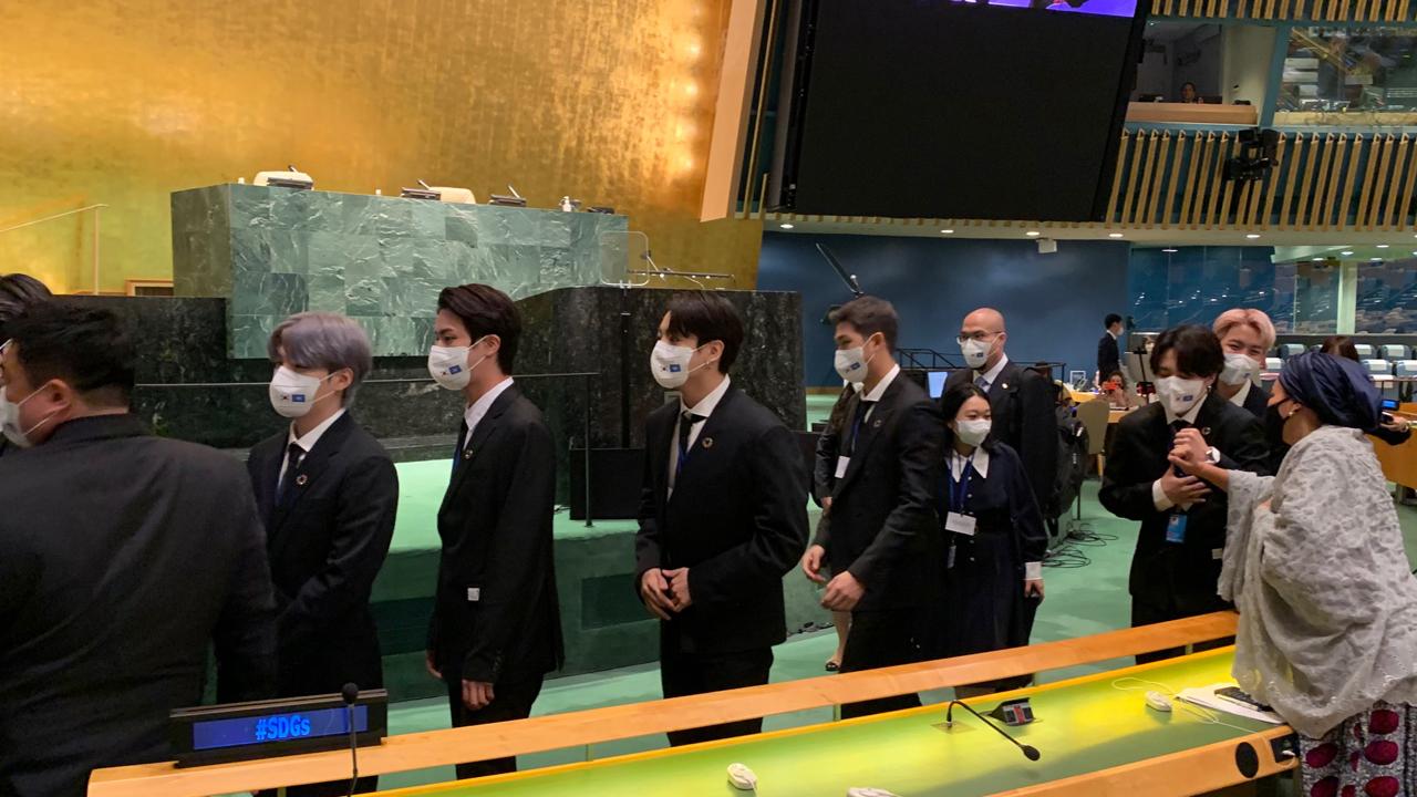 연설 후 가슴 부여잡은 BTS 지민?...UN 부총장이 올린 사진 화제