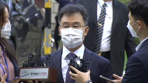 """[속보] 김만배, 구속영장심사 출석...""""\'그 분\' 전혀 없어, 그런 말 한 기억도 없어"""""""