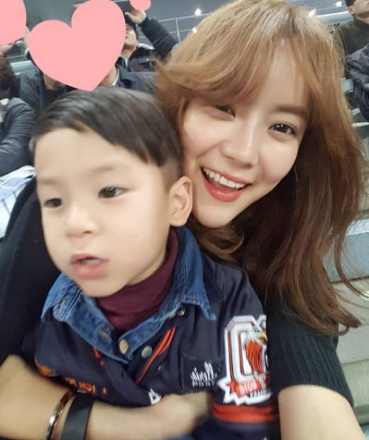 """이용규 아내 유하나, WBC 중계 카메라에 포착 """"여전한 미모"""""""