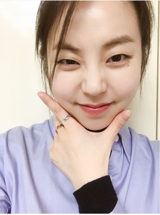 """""""어머나""""…안소희, 남심 저격하는 애교 셀카_이미지"""