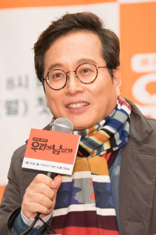 """황교익 """"김종필 마지막까지 통일 방해..전두환 죽어도 훈장줄건가""""_이미지"""