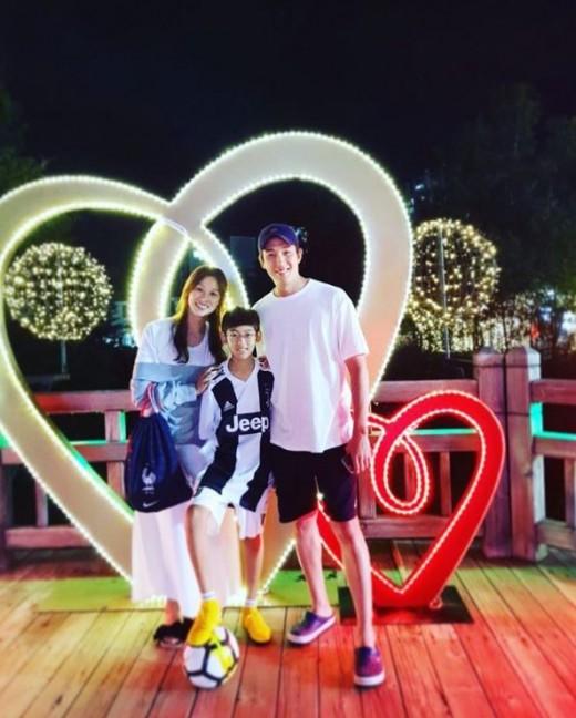 """""""여전히 달달""""…강경준♥장신영, 아들과 함께한 가족사진_이미지"""