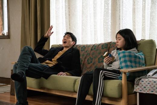 '어른도감' 엄태구x이재인 오늘(23일) 개봉…폭발적 데뷔작