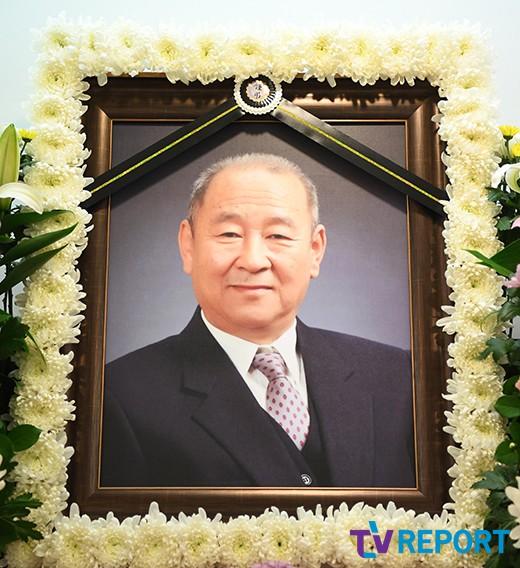 김수현, 아버지 잃은 슬픔…故 김인태, 영면으로