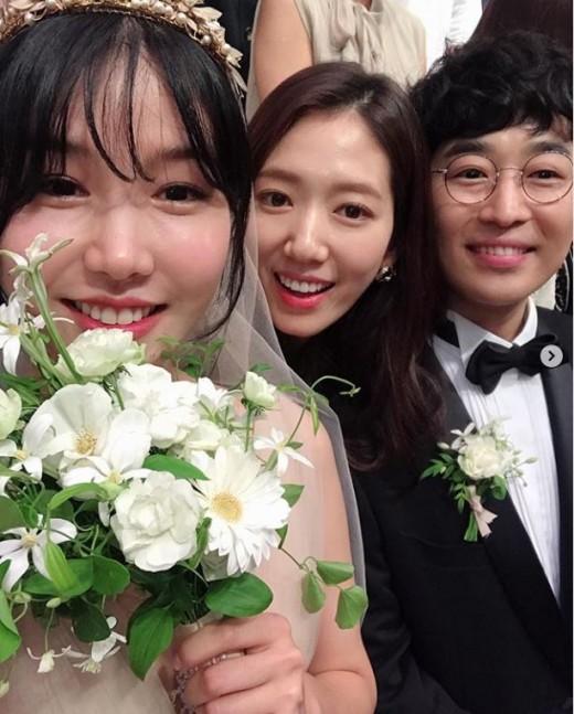 """""""친언니 결혼마냥 뭉클""""…박신혜, 로코베리 결혼식 민폐 하객"""