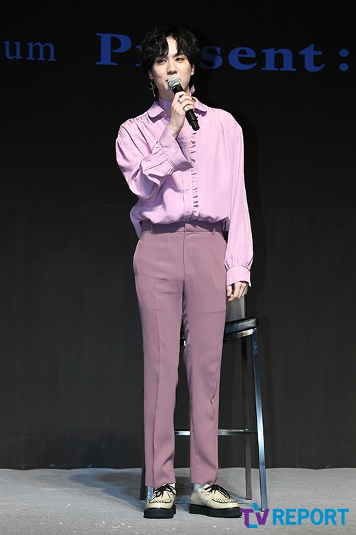 유겸 '핑크도 잘 어울리는 남자'
