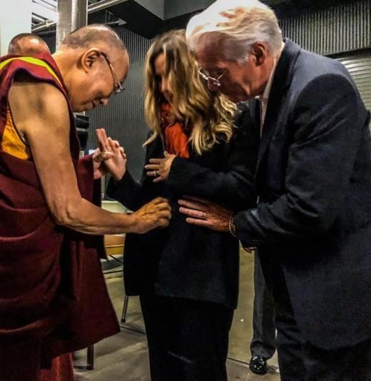 아빠되는 리차드 기어, 달라이 라마 축복 받아