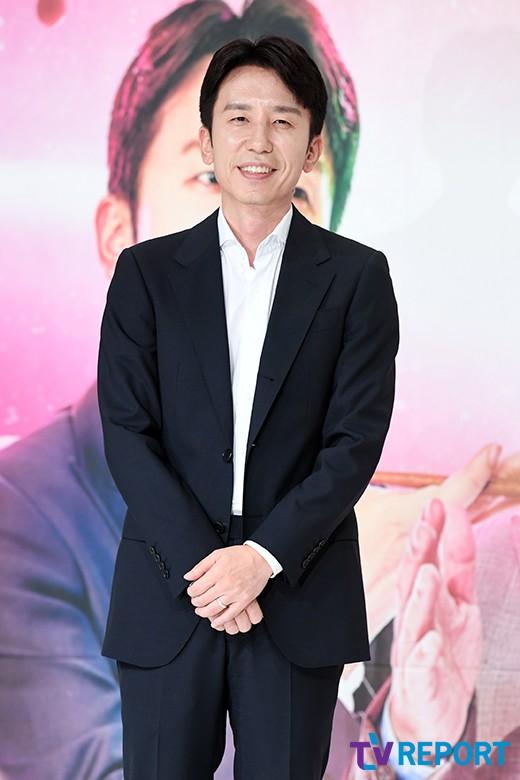 """'알쓸신잡3' 유희열 """"박물관 도자기 2만 개 본 듯…개인적으로 너무 힘들어"""""""