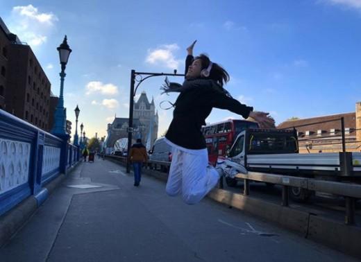 """런던에서도 빛나는 한지민 """"I believe i can fly"""""""