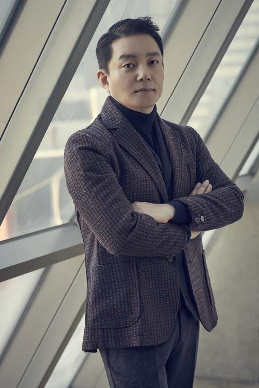 """'출국' 이범수 """"화이트리스트+원작 논란? 모두 오해다"""""""