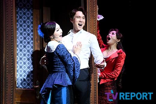 유연석 '두 여자 사이 행복한 고민'