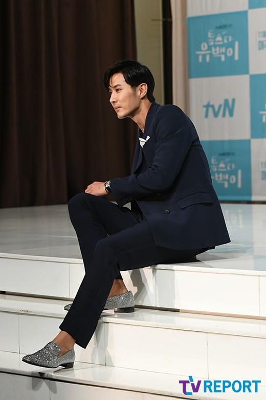 김지석 '아무데나 앉아도 화보'