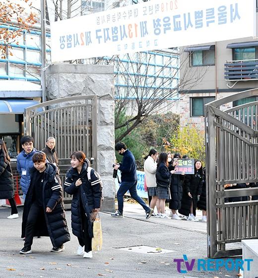 최유정 '후배들 응원 받으며 기 팍팍'