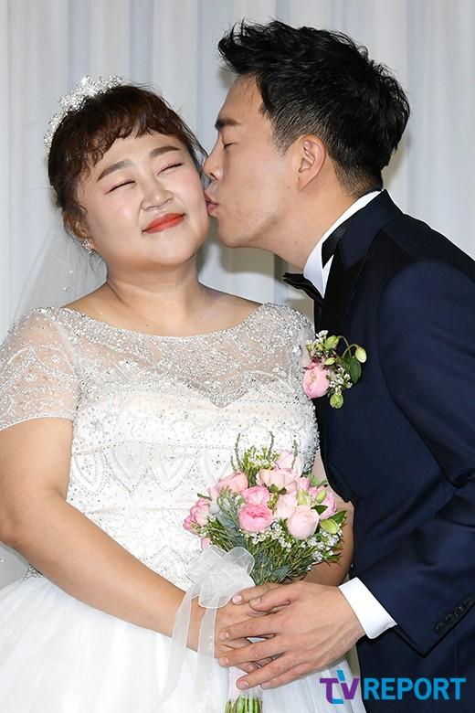 '결혼' 홍윤화♥김민기가 밝힌 #9년 열애 #프러포즈 #2세 계획 [일문일답]
