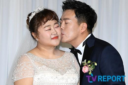 홍윤화-김민기 '사랑 맹세하는 볼키스'