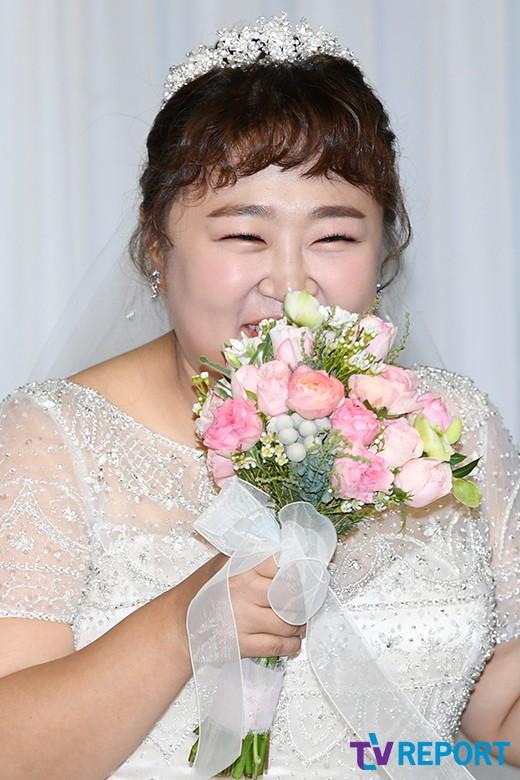 홍윤화 '수줍은 신부'