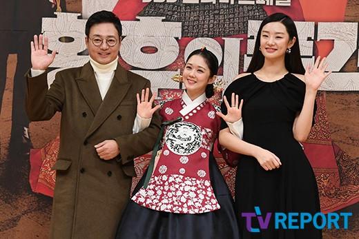 윤다훈-장나라-스테파니리 '해맑은 손인사'