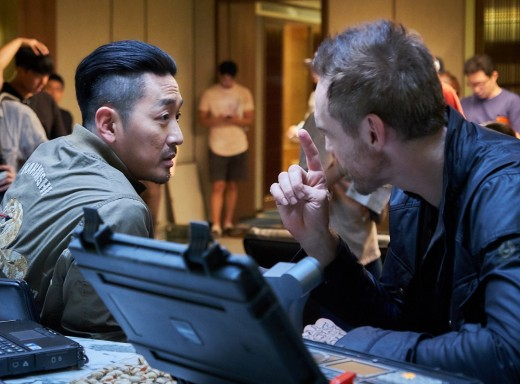 'PMC:더 벙커' 하정우, 할리우드 배우들도 놀란 영어연기