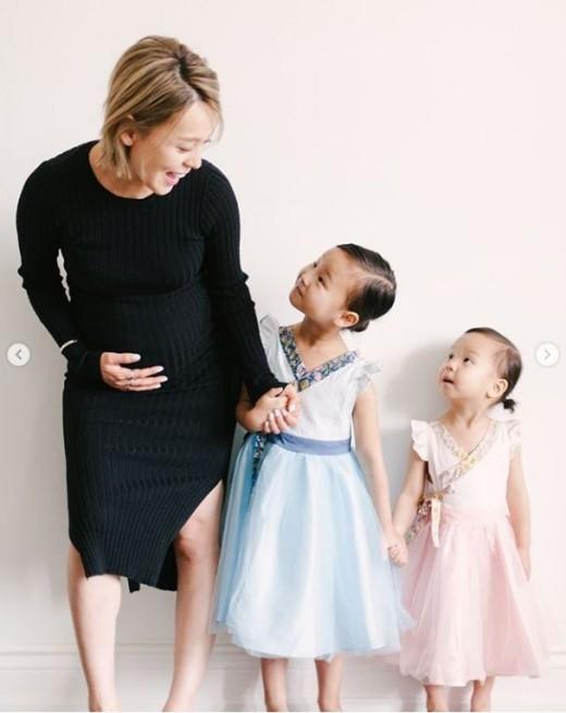 """""""엄마라서 감사해""""…선예, 천사 같은 두 딸과 셋째 만삭 화보_이미지"""