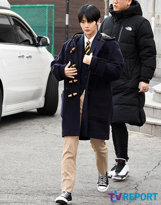 배진영 '시크한 발걸음'