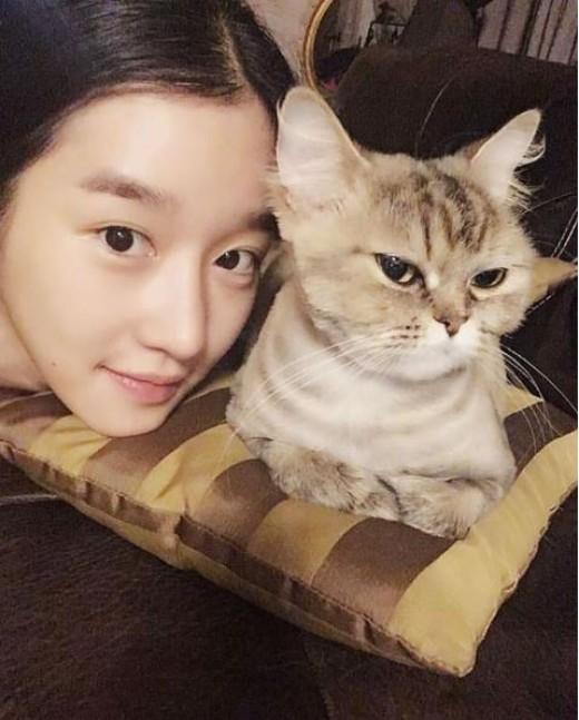 """""""고양이와 함께""""…서예지, 새침한 미모"""