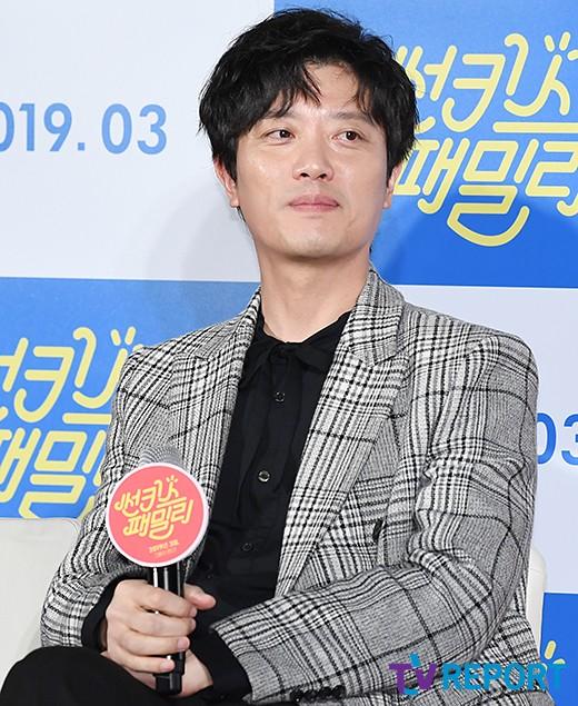 """'썬키스 패밀리' 박희순 """"섹시 가족코미디는 처음이라 걱정했다"""""""