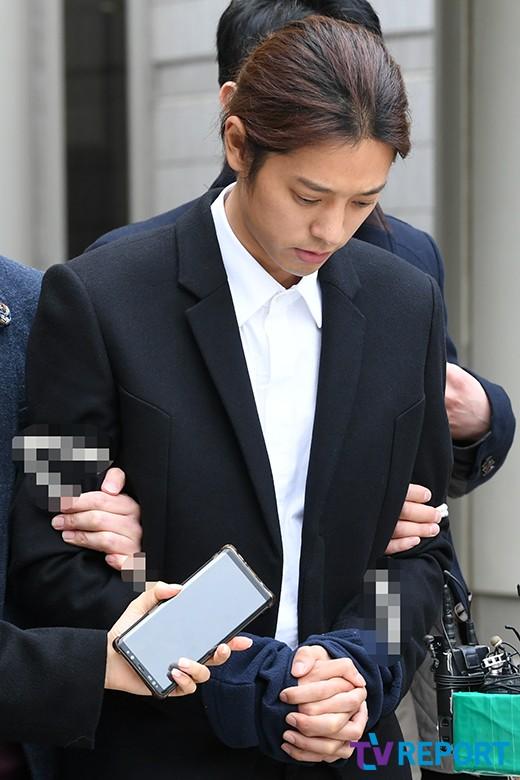 포승줄 묶인 정준영 유치장行…구속여부 오늘(21일) 결정