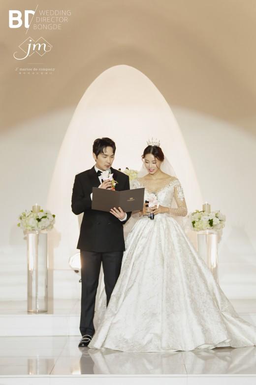 배우 이도아, 시집가는 날…결혼 본식 공개 _이미지