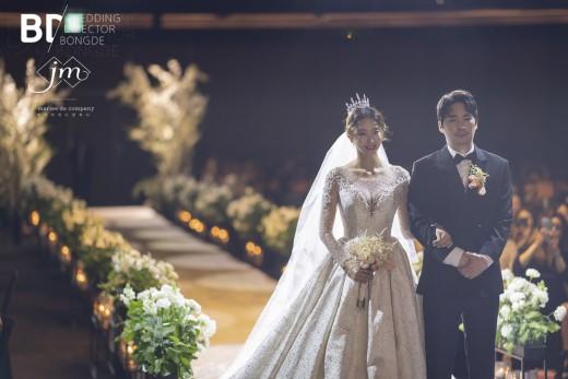 배우 이도아, 시집가는 날…결혼 본식 공개 _이미지2