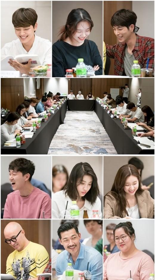 '절대그이' 여진구·방민아·홍종현, 청량미 터지는 대본리딩 '찰떡 궁합'