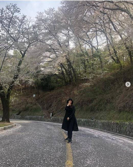 """""""벚꽃엔딩, 여전히 예쁨""""…이다해, ♥세븐과 봄 데이트 즐겼나_이미지"""