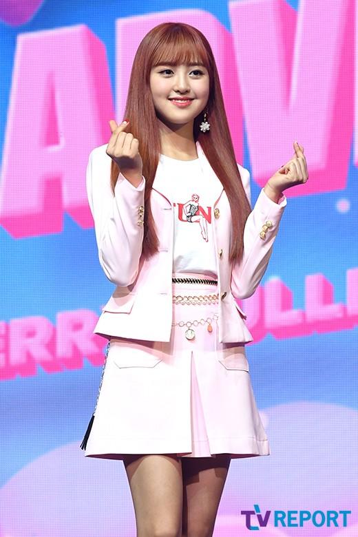 미래 '화사한 핑크 머리'