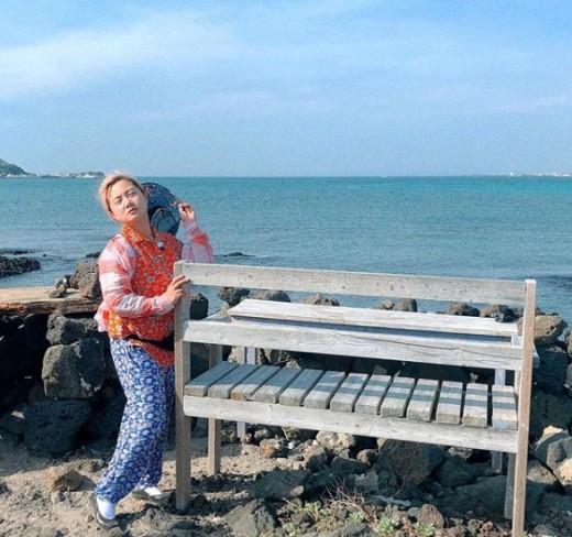박나래, 제주도 바닷가서 찰칵 '바람 느끼는 중'