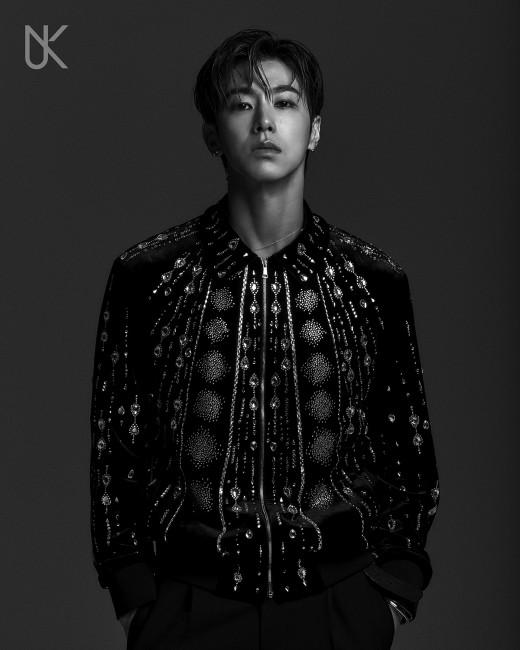 유노윤호, 솔로 '트루 컬러스' 국내 음반·음원 차트+아이튠즈 15개국 1위_이미지