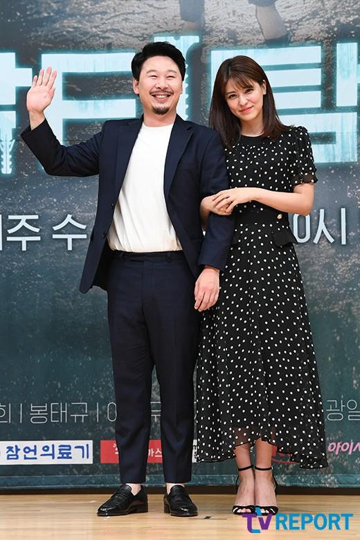 정강희 '후지이 미나와 커플 포즈라니'